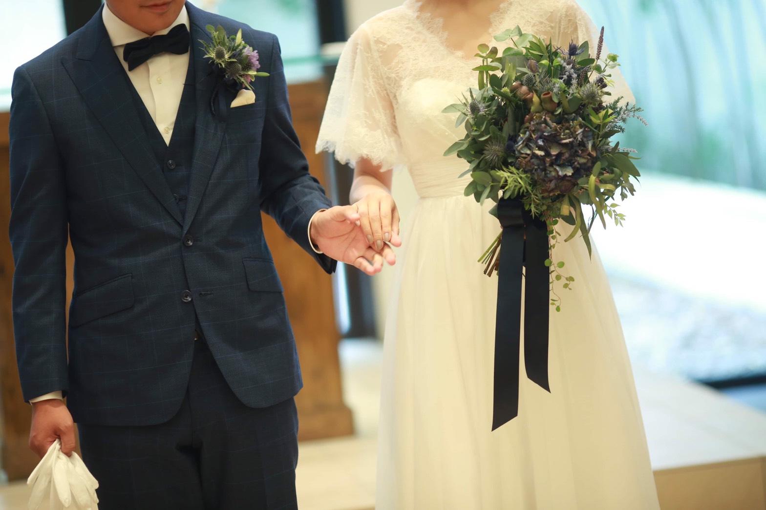 "<span class=""title"">新郎のスーツご相談受付中</span>"
